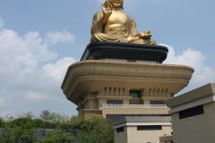Reusachtige boeddha bij Foguanshan Tempel